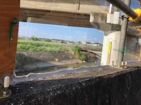 〈平瀬川・住民説明会の要望〉仮設板の数カ所にアクリル板設置