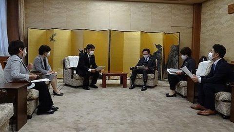 「2021年度神奈川県予算・施策に関わる要望書」を知事に提出、懇談しました
