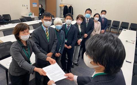 安全安心な保育制度の構築と新型コロナ感染拡大防止対策に関わる緊急要望書を内閣府と厚労省に提出